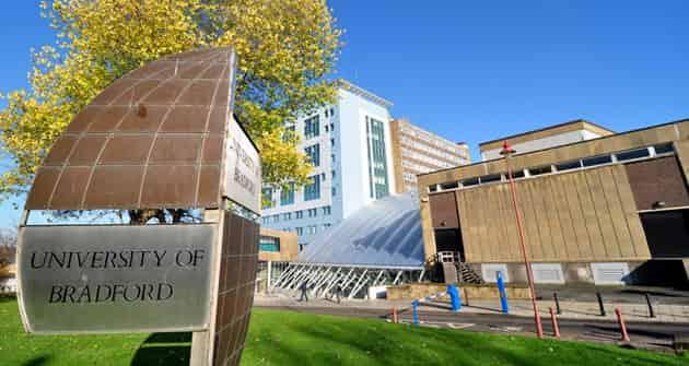 منح جامعة برادفورد لدراسة البكالوريوس أو الدراسات العليا في المملكة المتحدة
