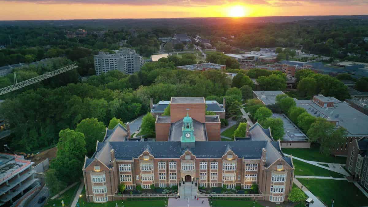 منحة جامعة توسون لدراسة البكالوريوس في الولايات المتحدة الأمريكية 2021